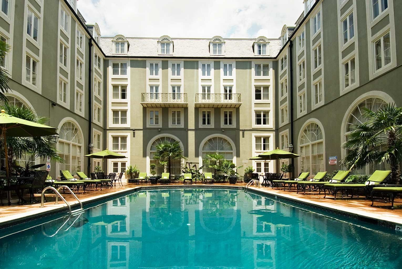 Architecture Buildings Elegant Exterior Luxury Pool building property swimming pool condominium mansion reflecting pool palace home Courtyard Resort waterway Villa apartment building