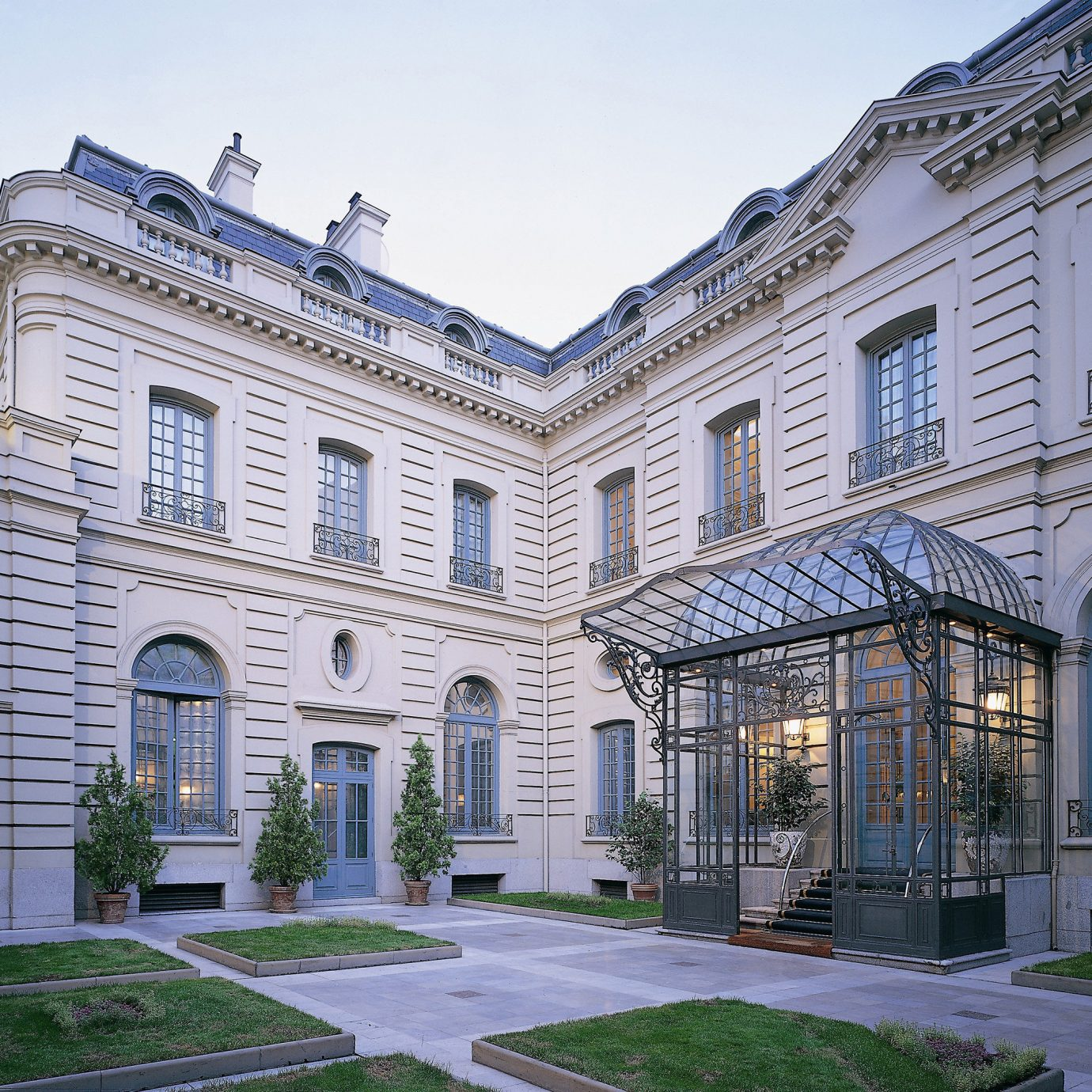 Architecture Buildings Elegant Exterior building sky property house stone neighbourhood home residential area mansion Courtyard old palace condominium orangery government building