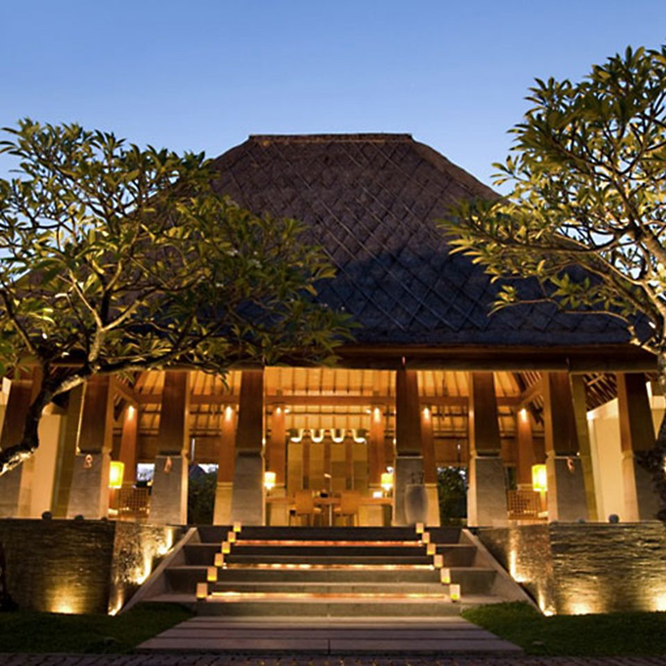 Architecture Buildings Exterior tree sky landmark building house home palace Courtyard château plaza mansion