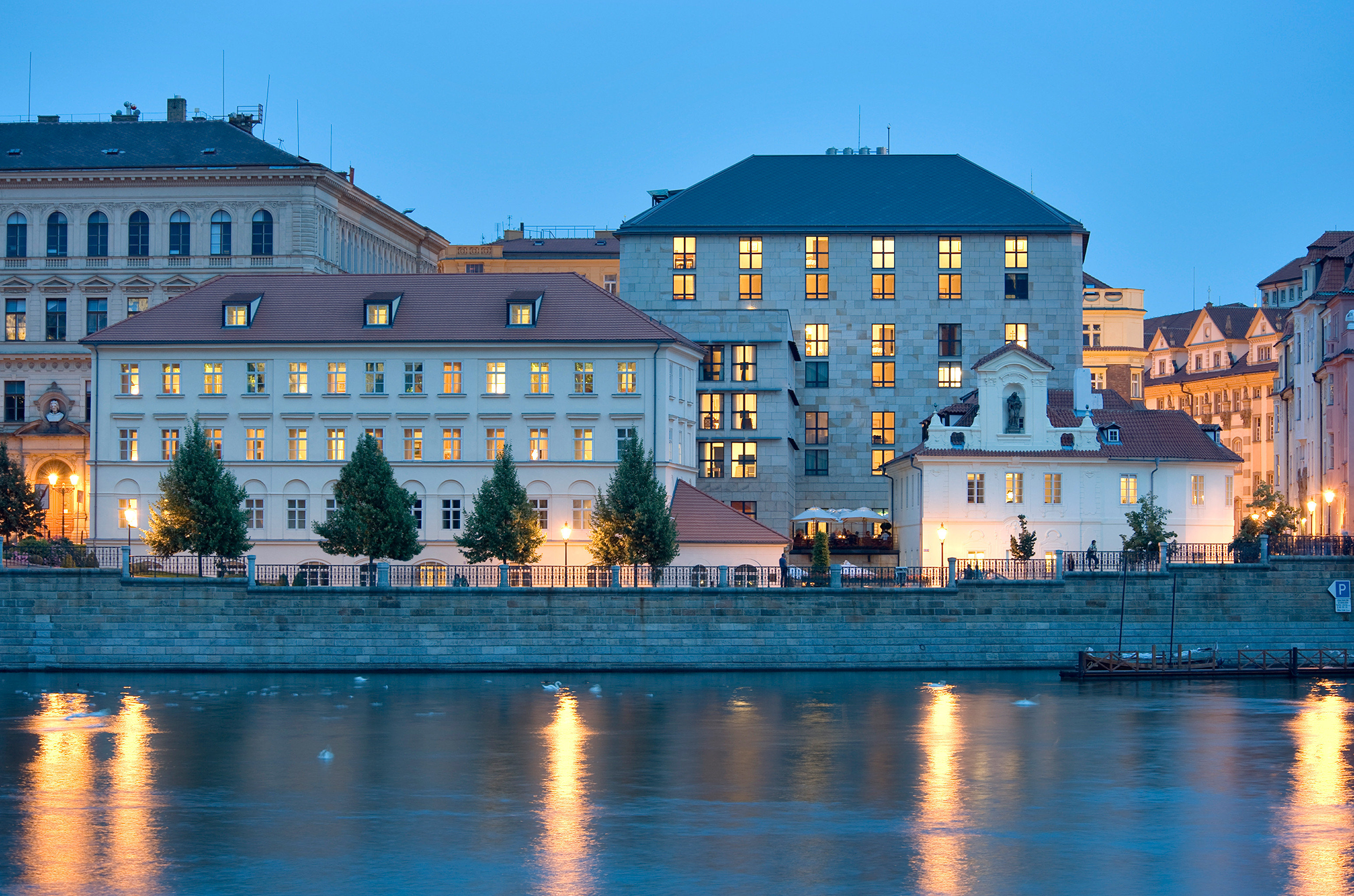 Architecture Buildings Cultural Exterior Landmarks Outdoors water sky building Town landmark cityscape house River evening Downtown dusk waterway palace castle