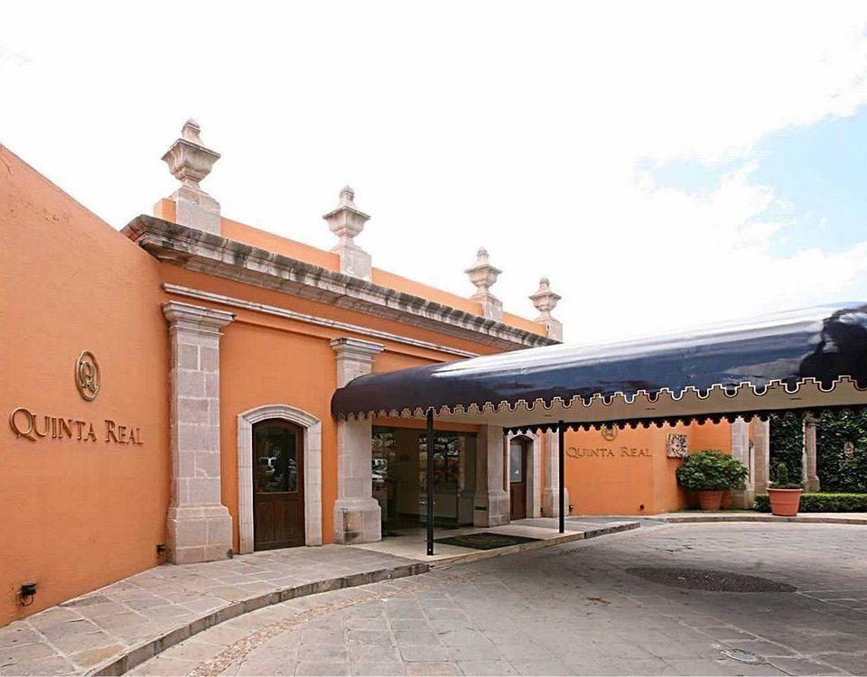Architecture Buildings Elegant Exterior Historic Rustic sky building property Town hacienda place of worship colonnade