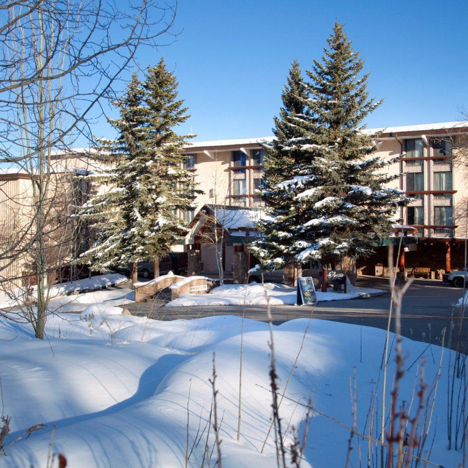 Architecture Buildings Exterior Inn snow sky tree Winter weather season neighbourhood Resort ice rink