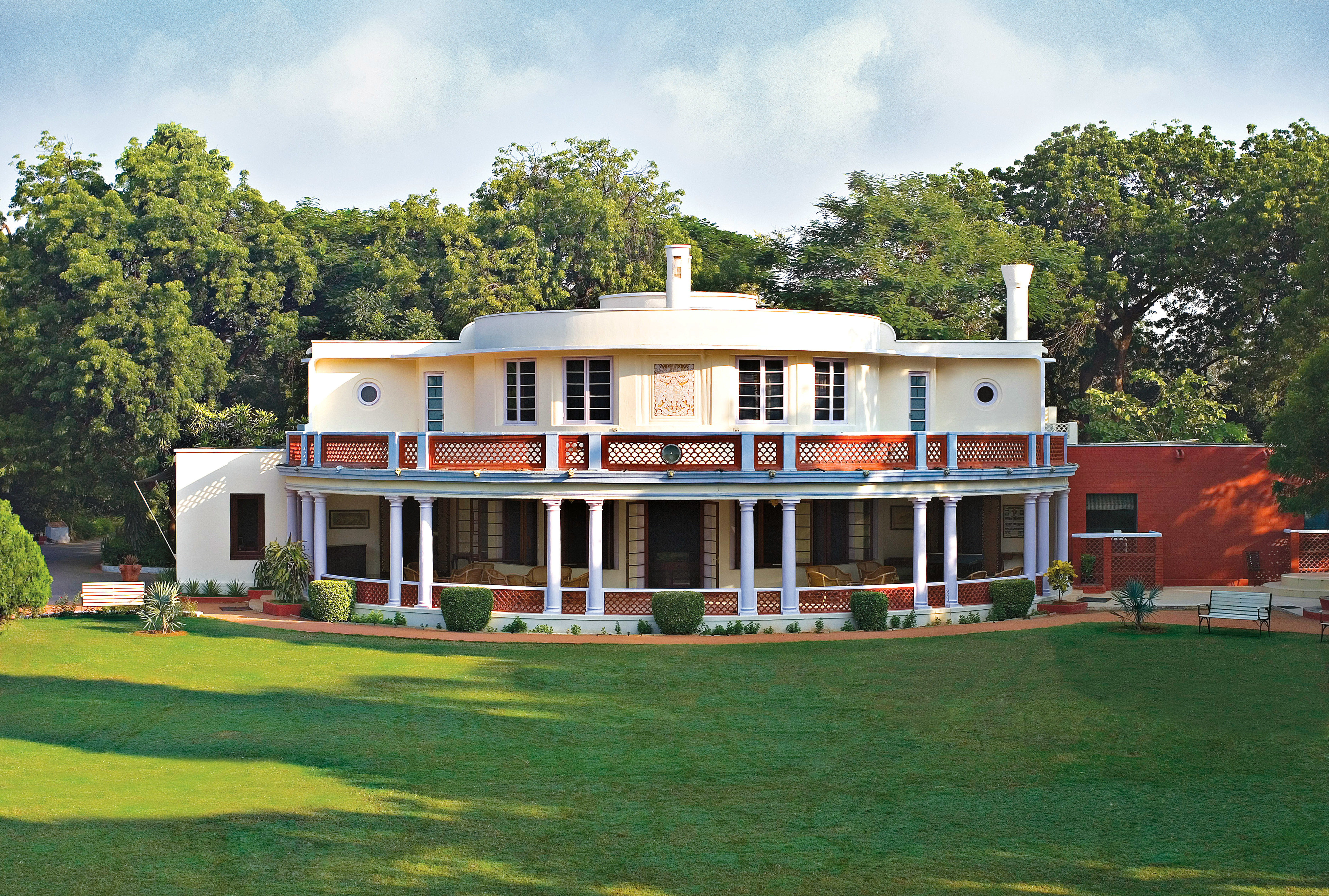 Architecture Buildings Exterior Lodge Luxury grass tree sky house property building home residential area green mansion Villa lawn cottage grassy lush
