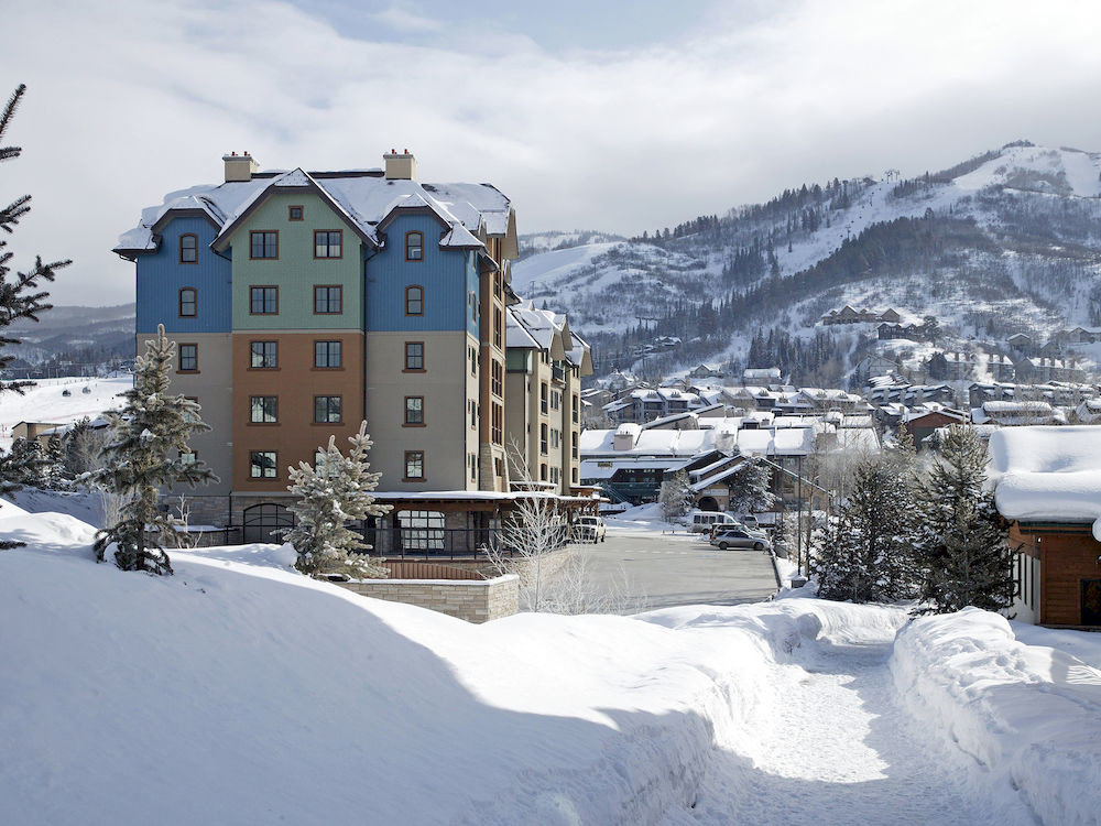 Architecture Buildings Exterior Resort snow sky Winter skiing weather mountain Nature season geological phenomenon freezing mountain range residential area slope piste hill blizzard