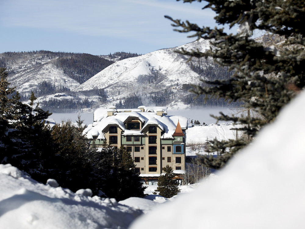 Architecture Buildings Exterior Resort snow tree sky Winter mountain skiing Nature weather covered season geological phenomenon mountain range hill piste alps slope surrounded hillside