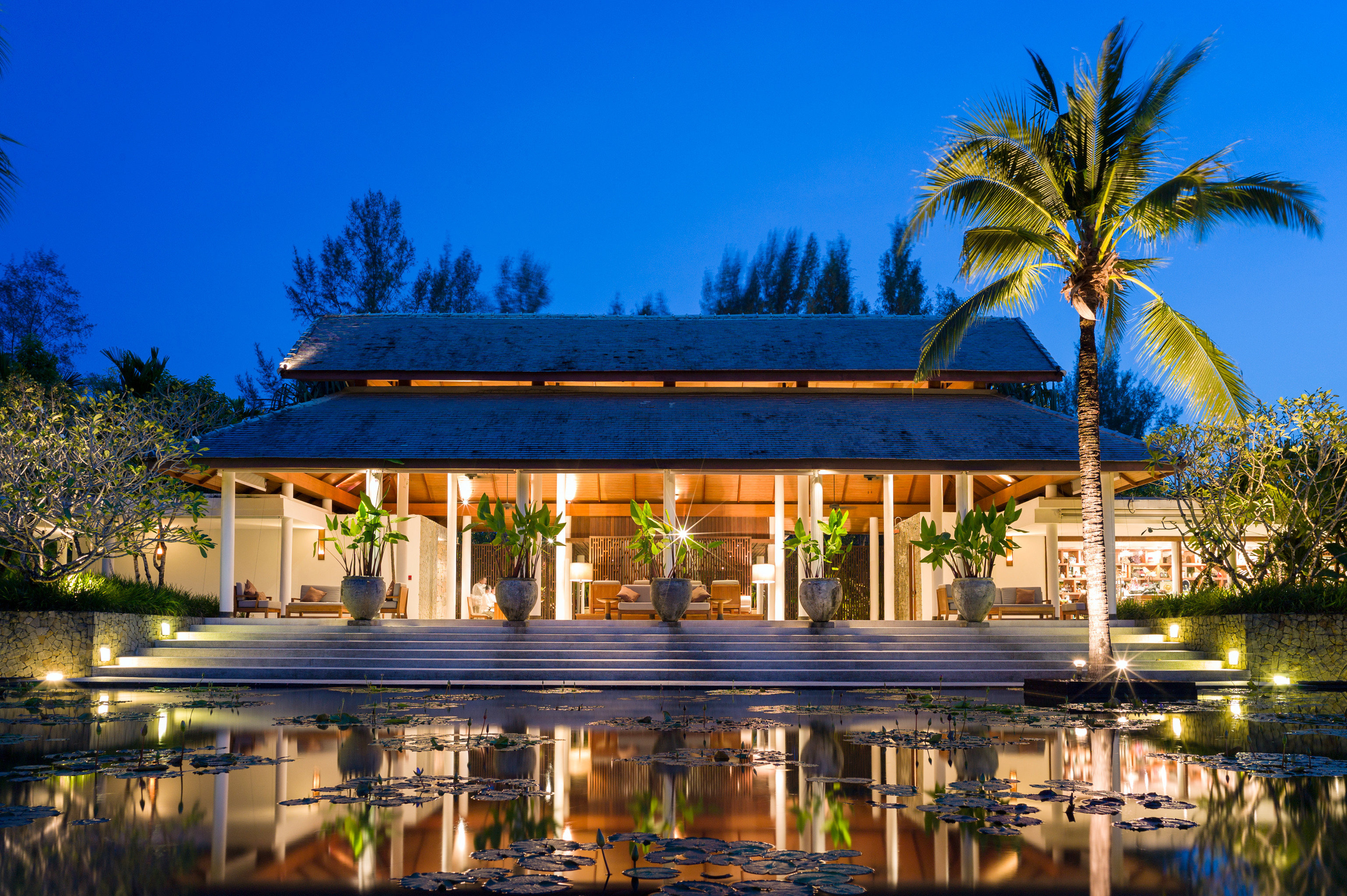 Architecture Buildings Exterior Waterfront tree sky swimming pool Resort home palm arecales mansion Villa