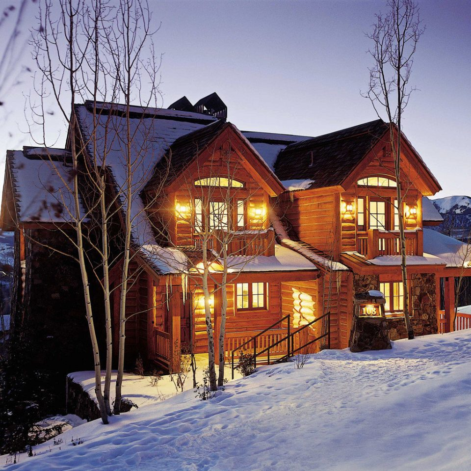 Architecture Buildings Exterior Resort snow sky Winter house weather Town season home log cabin residential area cottage Village hut