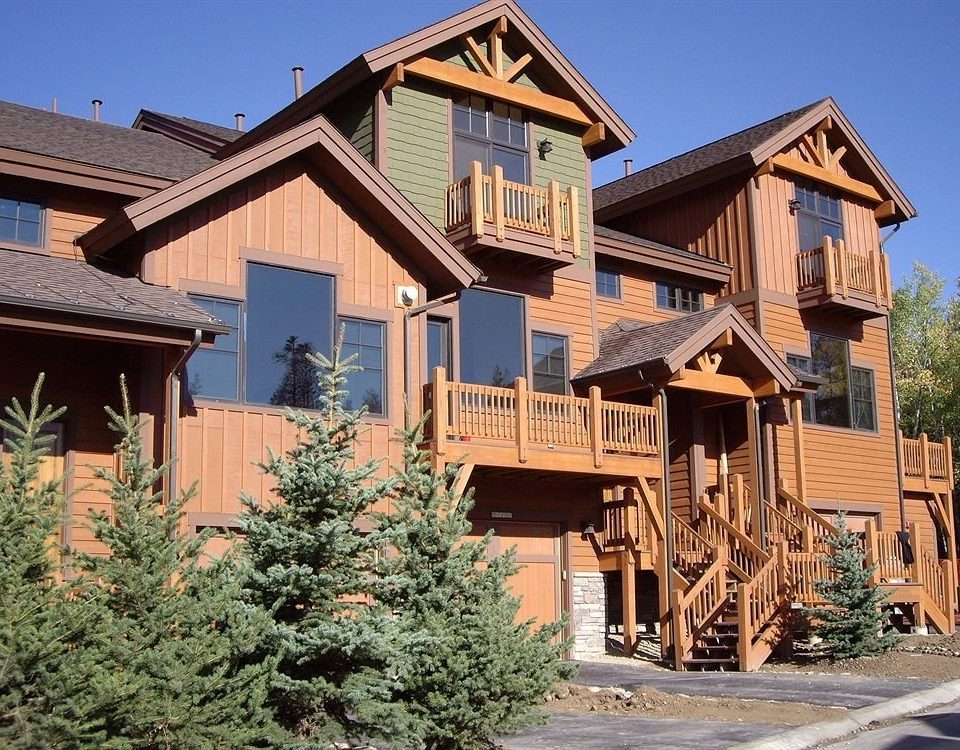Architecture Buildings Exterior Rustic building sky house home property residential area neighbourhood siding cottage log cabin suburb outdoor structure Villa Village residential