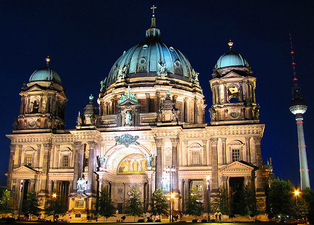 landmark metropolis byzantine architecture tourist attraction place of worship basilica classical architecture dome metropolitan area cathedral night building Architecture sky Church medieval architecture City religion synagogue steeple historic site