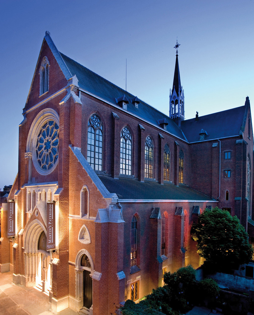 City Cultural Exterior Historic building Town house landmark Church Architecture neighbourhood place of worship Downtown brick evening chapel cityscape synagogue