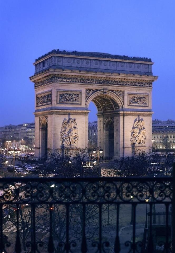 sky building landmark arch Architecture City ancient history cityscape monument tower triumphal arch day colonnade