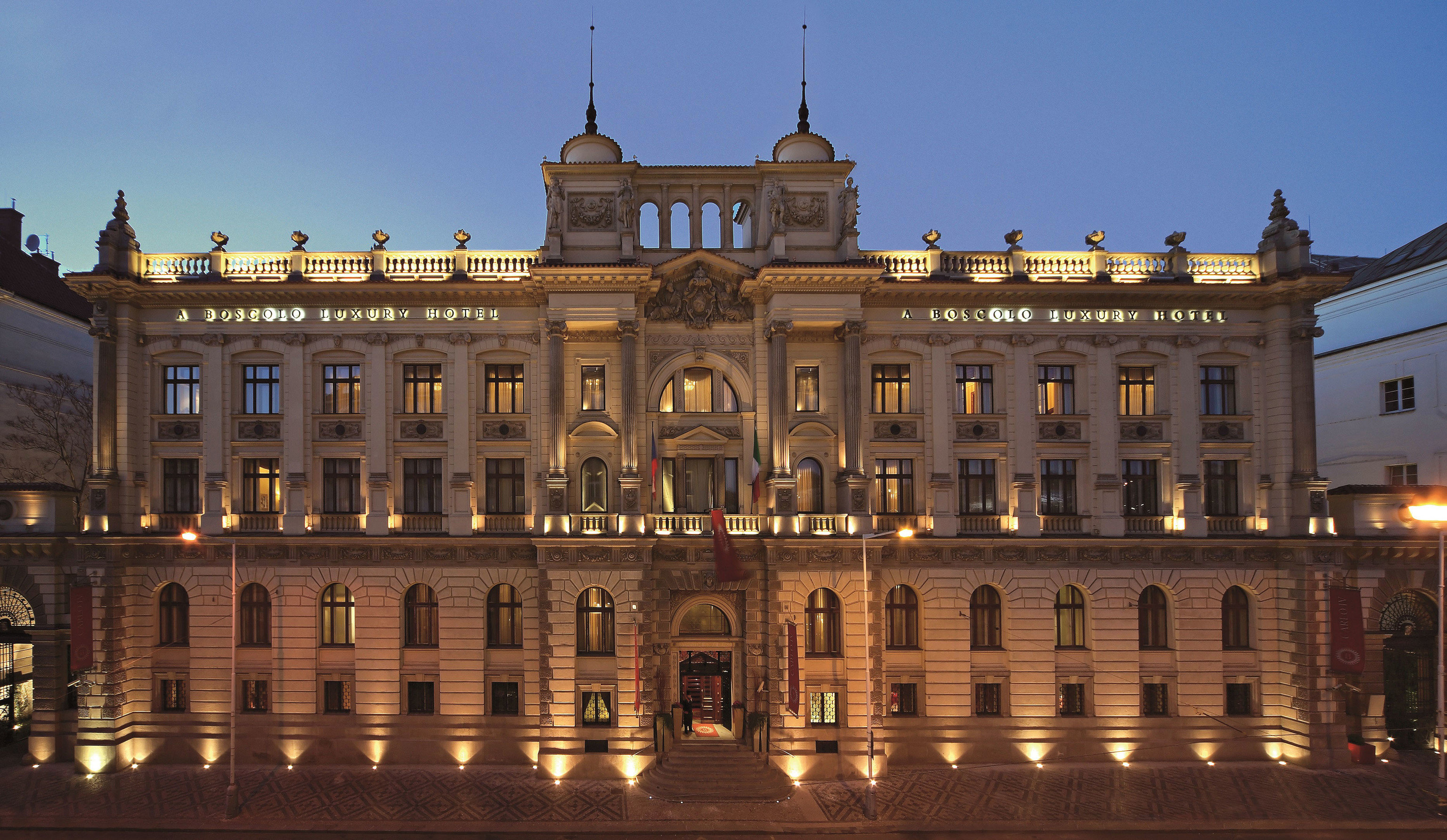 building sky landmark plaza palace classical architecture Architecture château town square government building stately home City