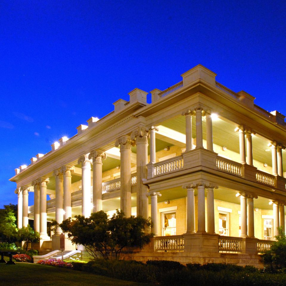 Architecture City Classic Exterior Historic sky building house property landmark home mansion residential area Resort palace condominium Villa night government building