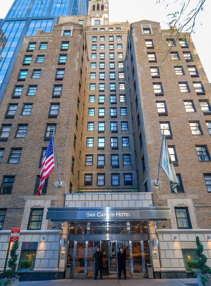 building metropolitan area tower block plaza landmark condominium commercial building skyscraper City neighbourhood Downtown Architecture metropolis residential area tall shopping mall mixed use