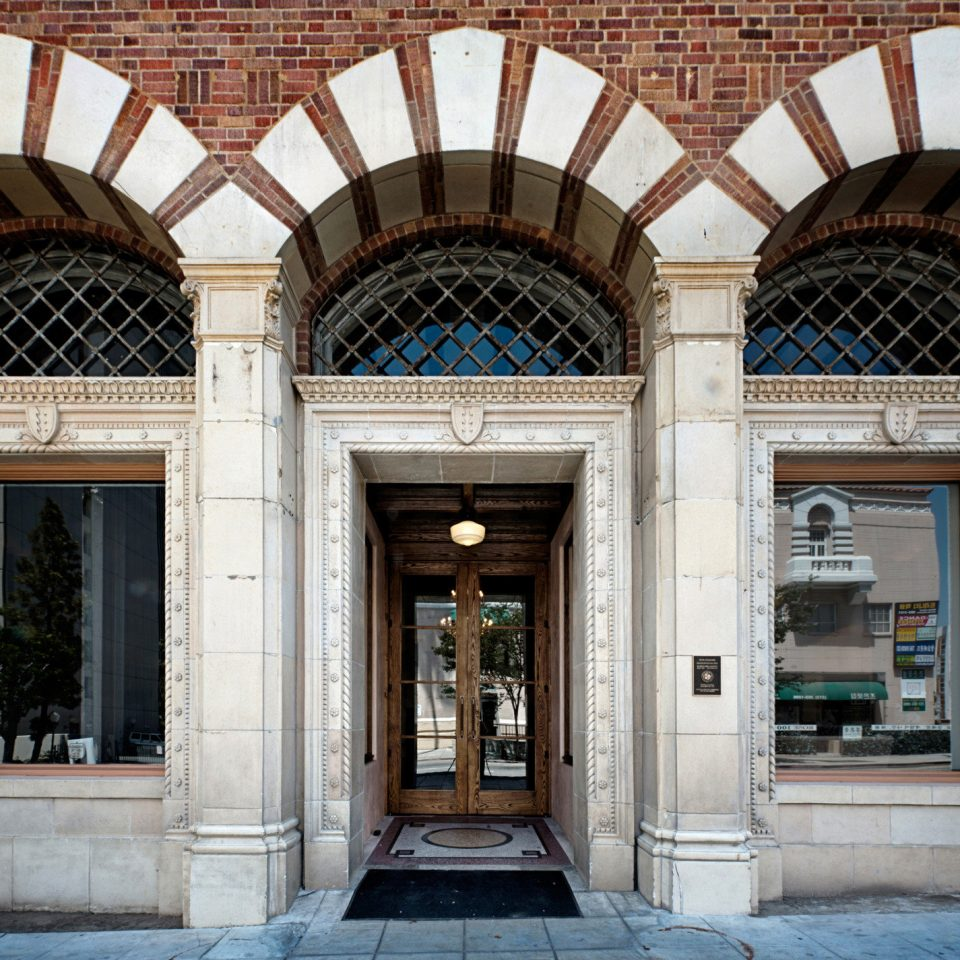 City Exterior Hip Modern building landmark Architecture arch stone column palace symmetry tourist attraction synagogue mansion colonnade