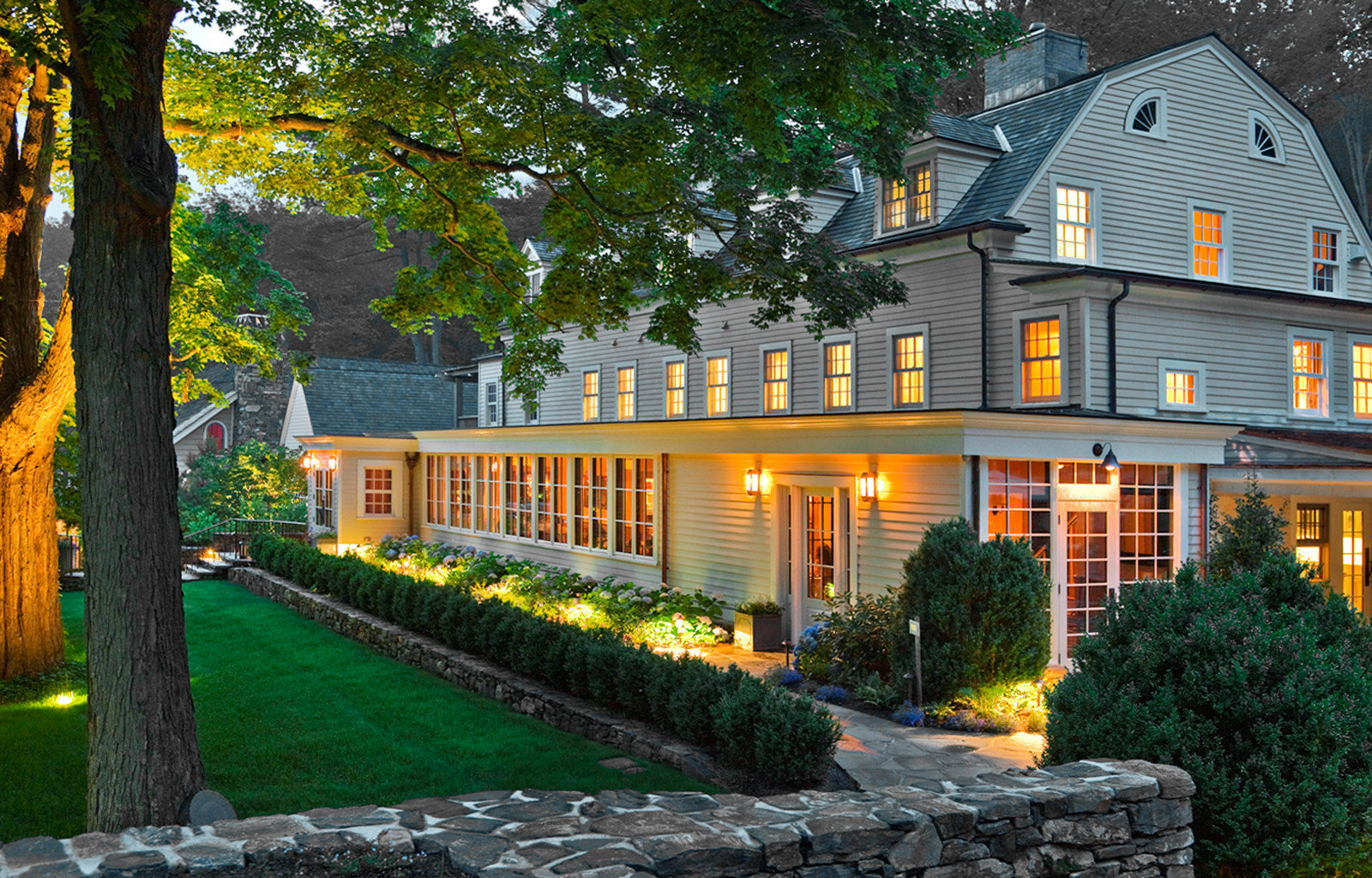 Country Exterior Inn Luxury Modern tree grass house property home building residential area neighbourhood Architecture backyard mansion cottage lawn yard Garden Courtyard Villa farmhouse manor house outdoor structure residential stone