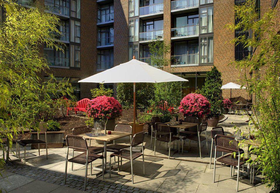 tree neighbourhood Courtyard Architecture residential area backyard flower yard condominium Garden restaurant outdoor structure set