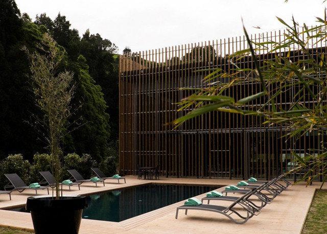 tree property swimming pool Architecture backyard outdoor structure condominium Garden Courtyard