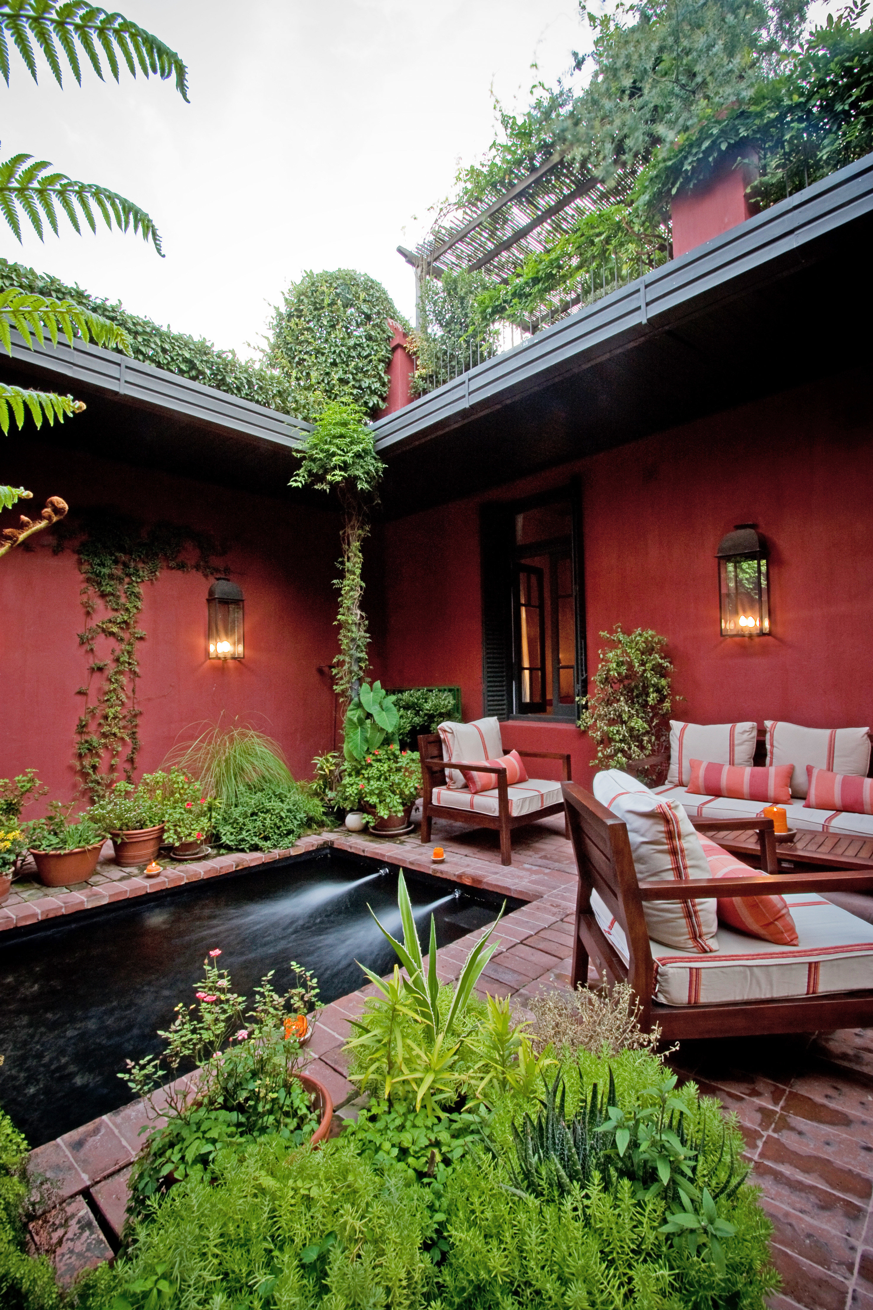 Architecture Grounds Lounge Play Pool tree house property backyard plant Courtyard home flower yard Garden cottage Resort outdoor structure Villa