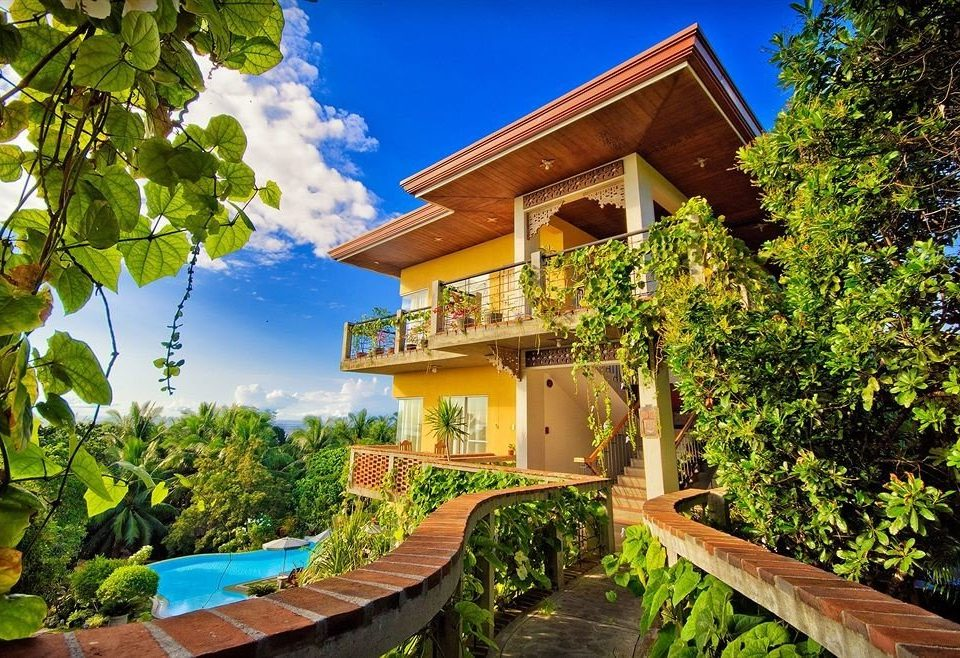 tree house property wooden building Resort home mansion Architecture Villa plant Garden cottage backyard Jungle Courtyard