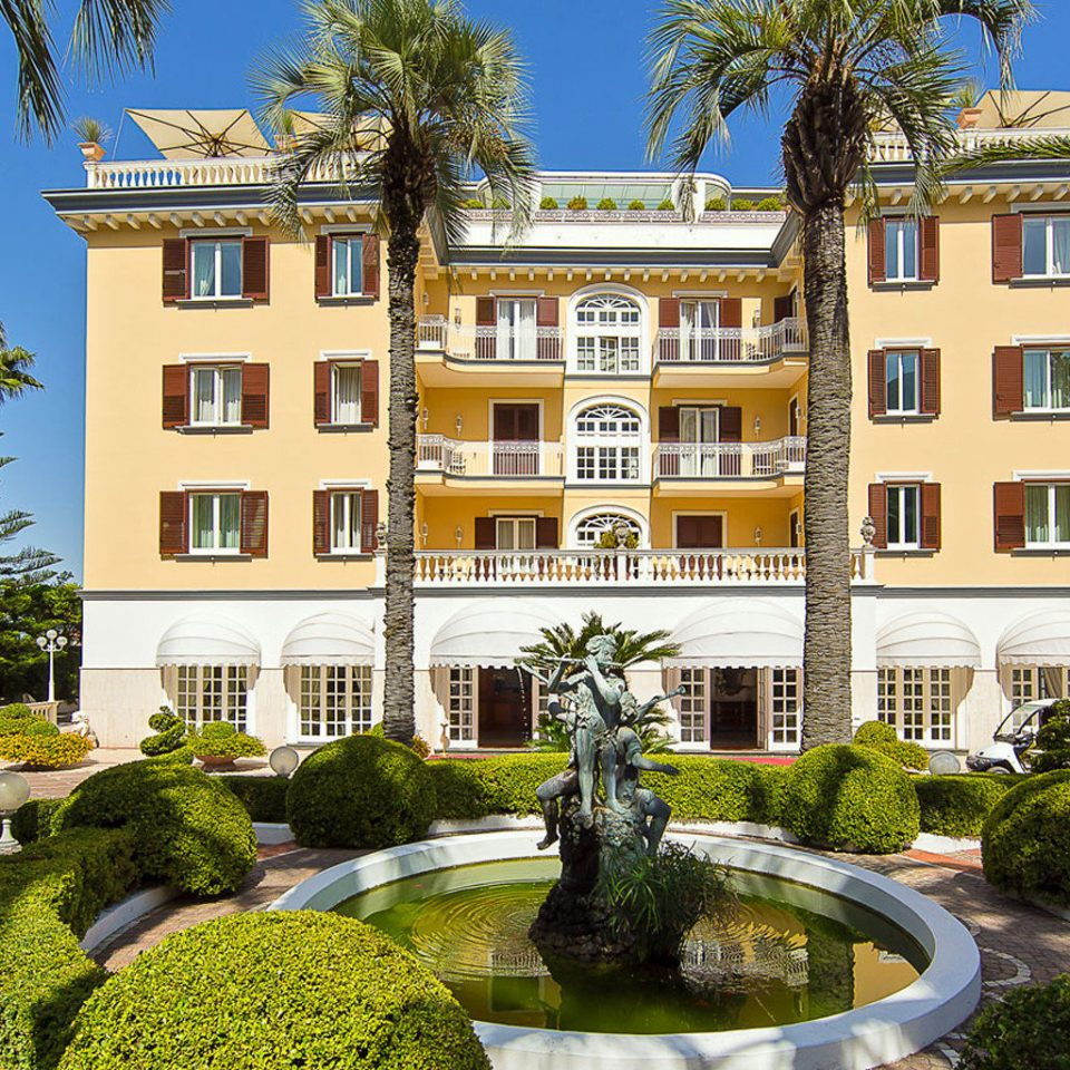 tree grass building property landmark mansion palace plaza Courtyard neighbourhood stately home Architecture home Garden château residential area condominium Resort Villa town square plant stone