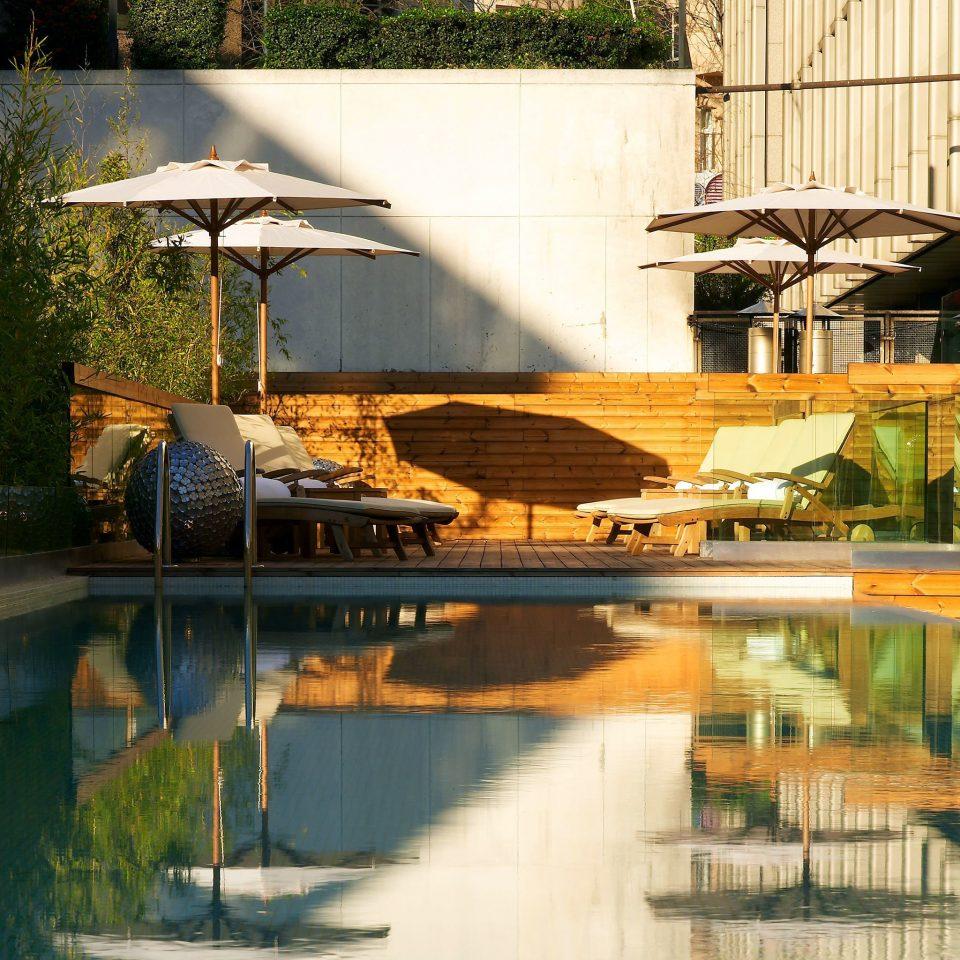 Hip Lounge Luxury Modern Pool swimming pool water house Architecture backyard home waterway Resort Courtyard