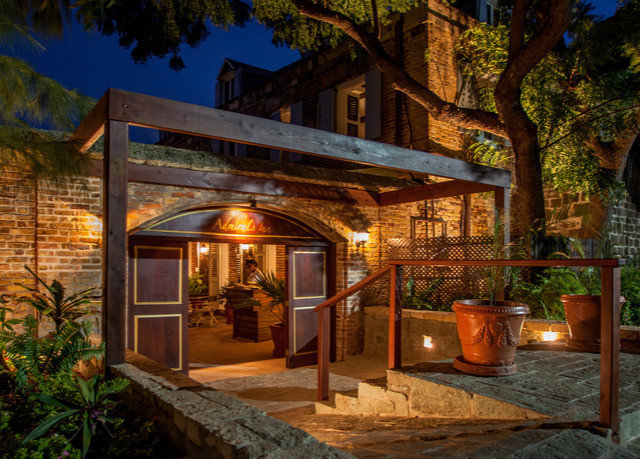 tree property house home Architecture Courtyard landscape lighting hacienda backyard Villa cottage mansion outdoor structure Resort log cabin stone