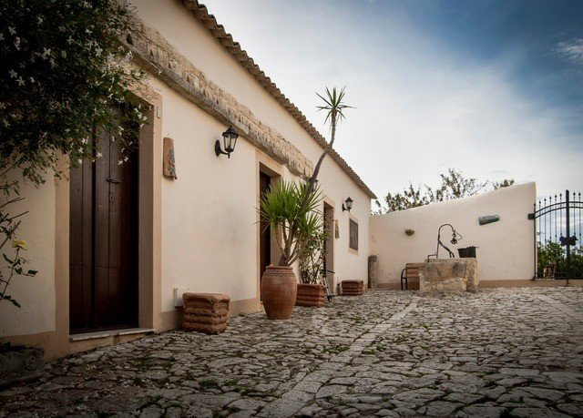property house building neighbourhood Architecture Courtyard home hacienda Villa way stone