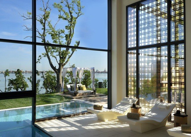sky condominium building property Architecture glass home Courtyard daylighting outdoor structure Villa orangery mansion
