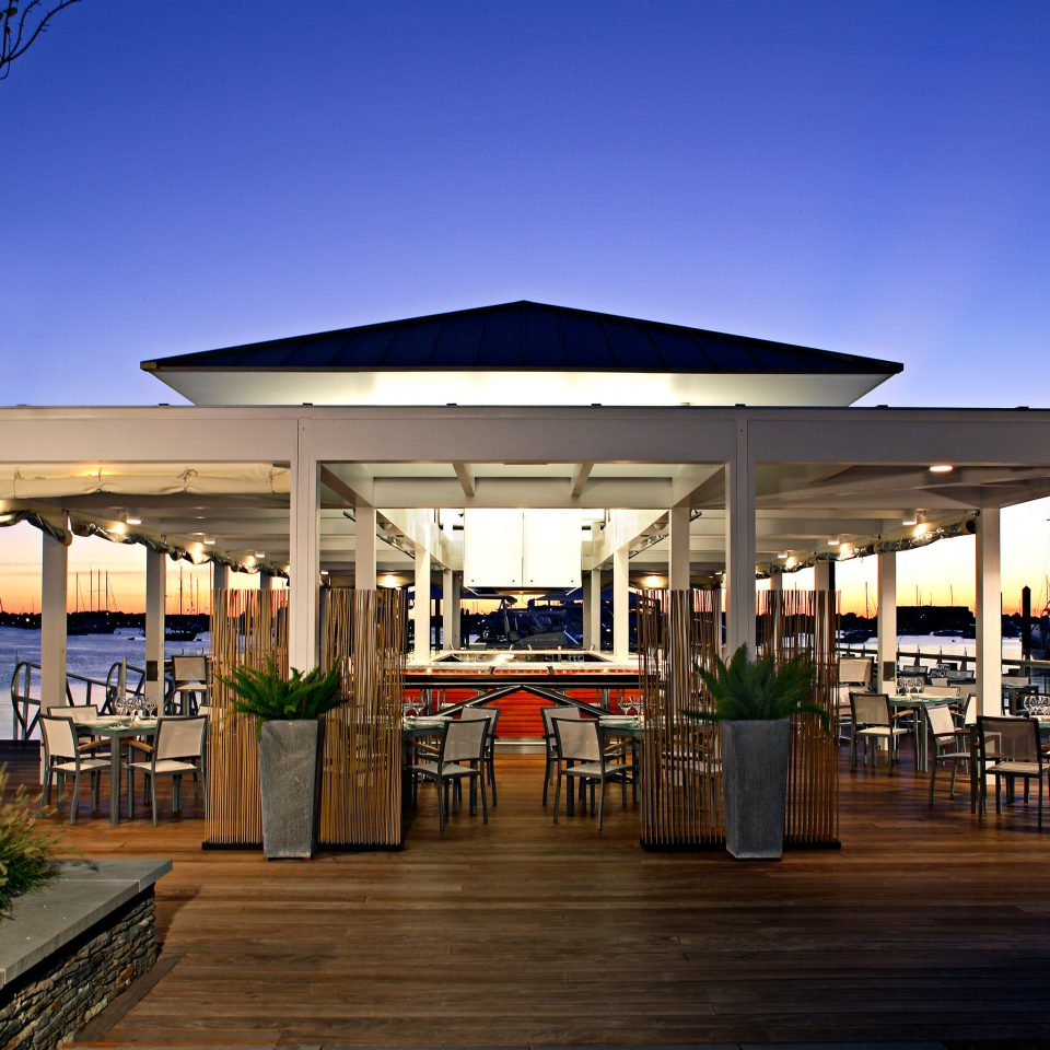 Dining Drink Eat Grounds Nightlife Resort sky leisure Architecture plaza convention center retail outlet store headquarters shopping mall