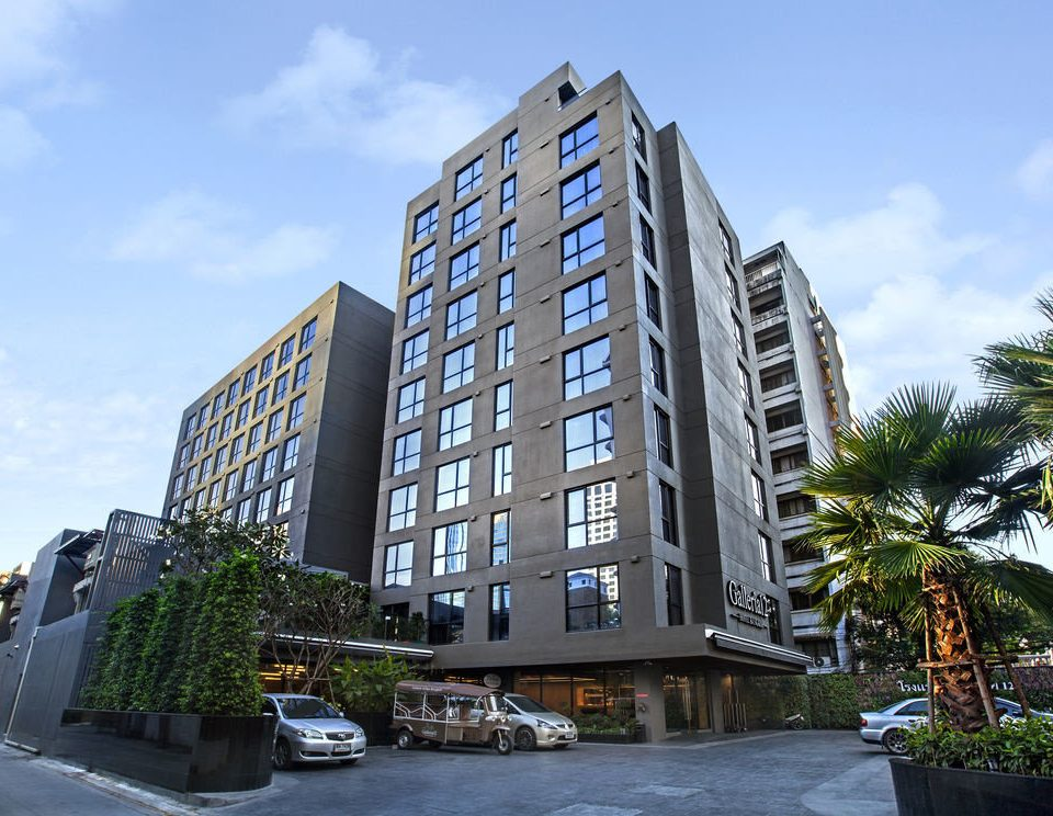 sky tower block condominium building metropolitan area property residential area landmark neighbourhood Architecture house apartment building Downtown plaza home headquarters mixed use tall lined