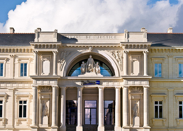 building sky landmark Architecture classical architecture arch Downtown palace opera house tourist attraction synagogue colonnade
