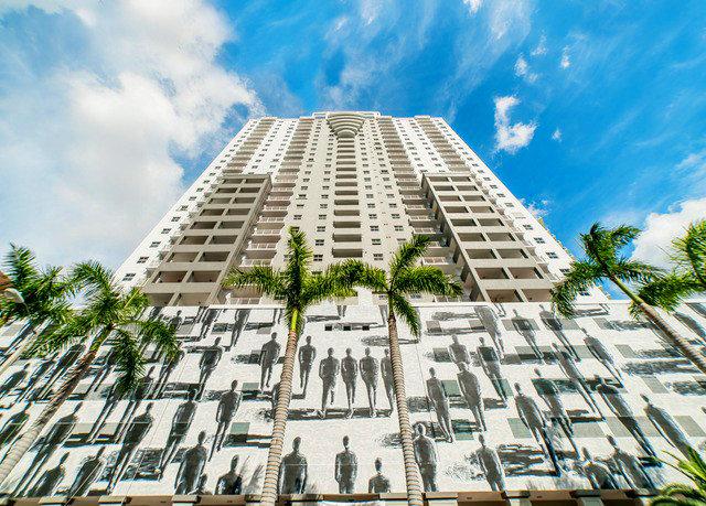 sky skyscraper landmark building tower block neighbourhood condominium residential area Architecture plaza Downtown cityscape tower urban design headquarters