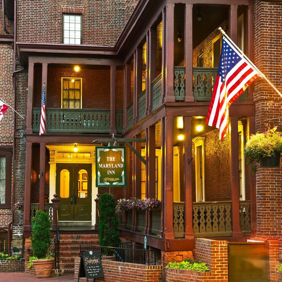 Architecture Exterior Grounds Historic building Town neighbourhood house Downtown restaurant street home