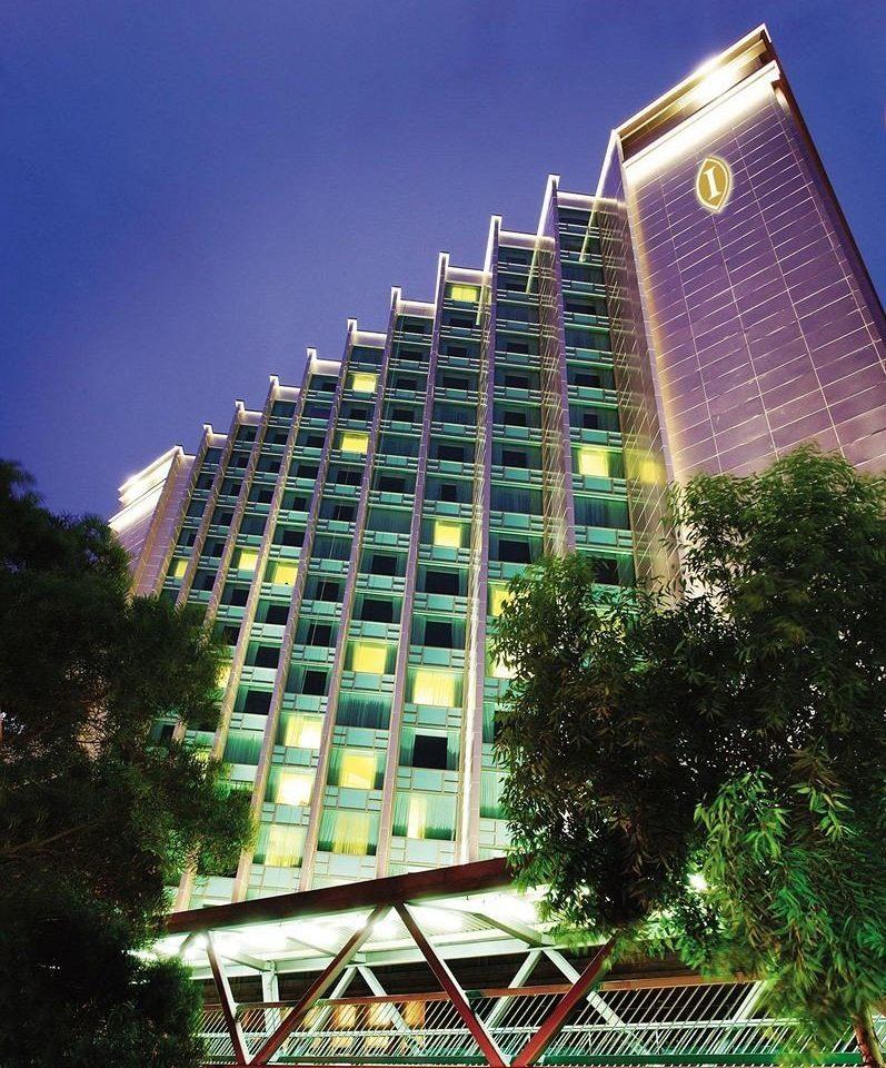 tree condominium metropolitan area tower block property landmark building neighbourhood Architecture residential area Downtown skyscraper Resort tower tall surrounded