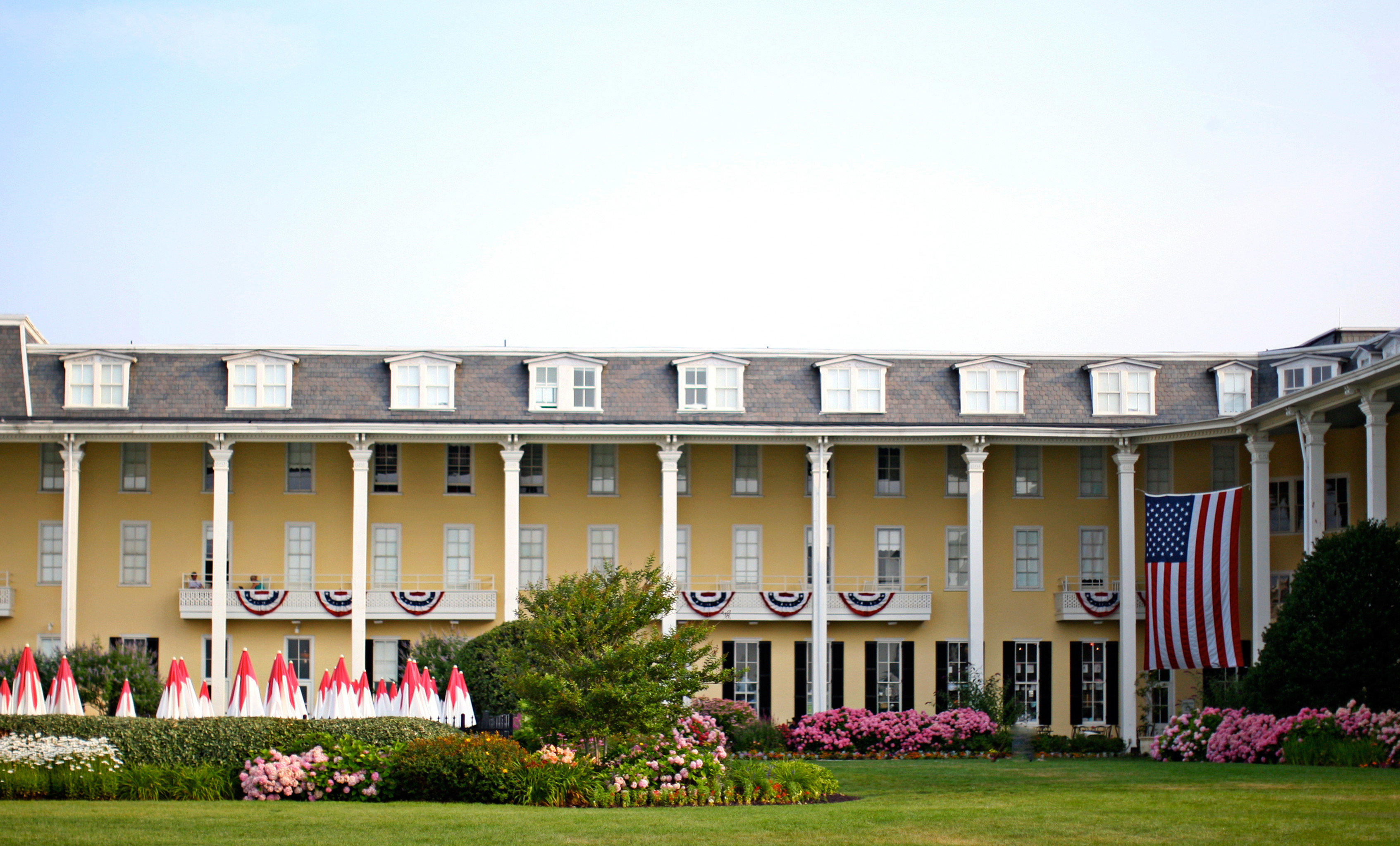 Exterior Grounds Historic sky grass building Architecture house flower palace school home campus university colonnade