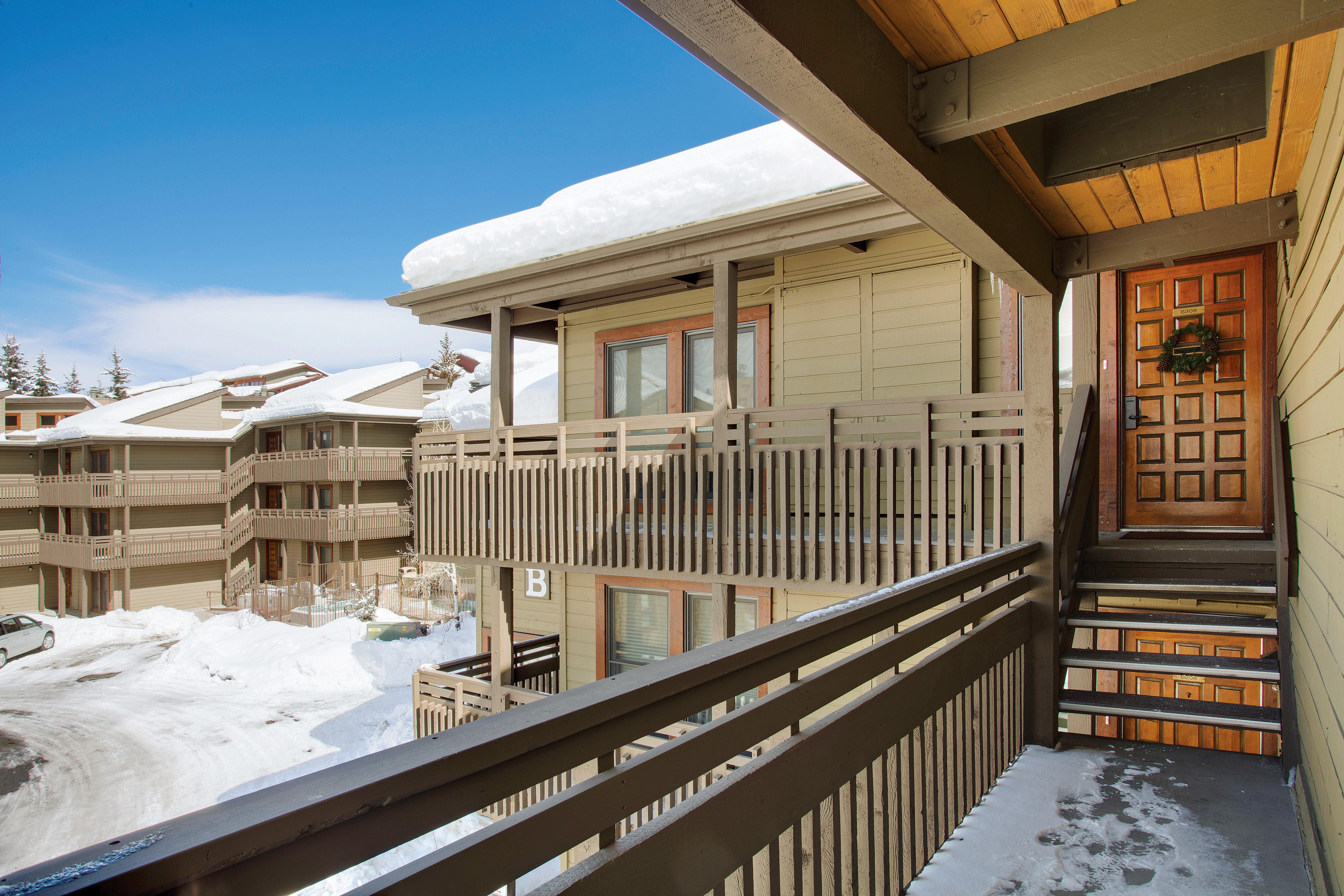 Grounds Lodge Outdoors Scenic views Ski property building house Architecture home Resort outdoor structure porch
