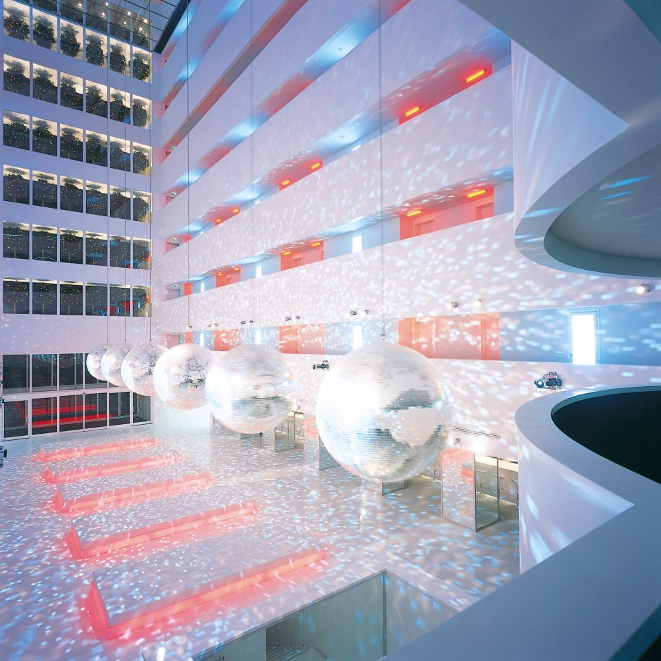 Hip Lounge Luxury Modern swimming pool Architecture