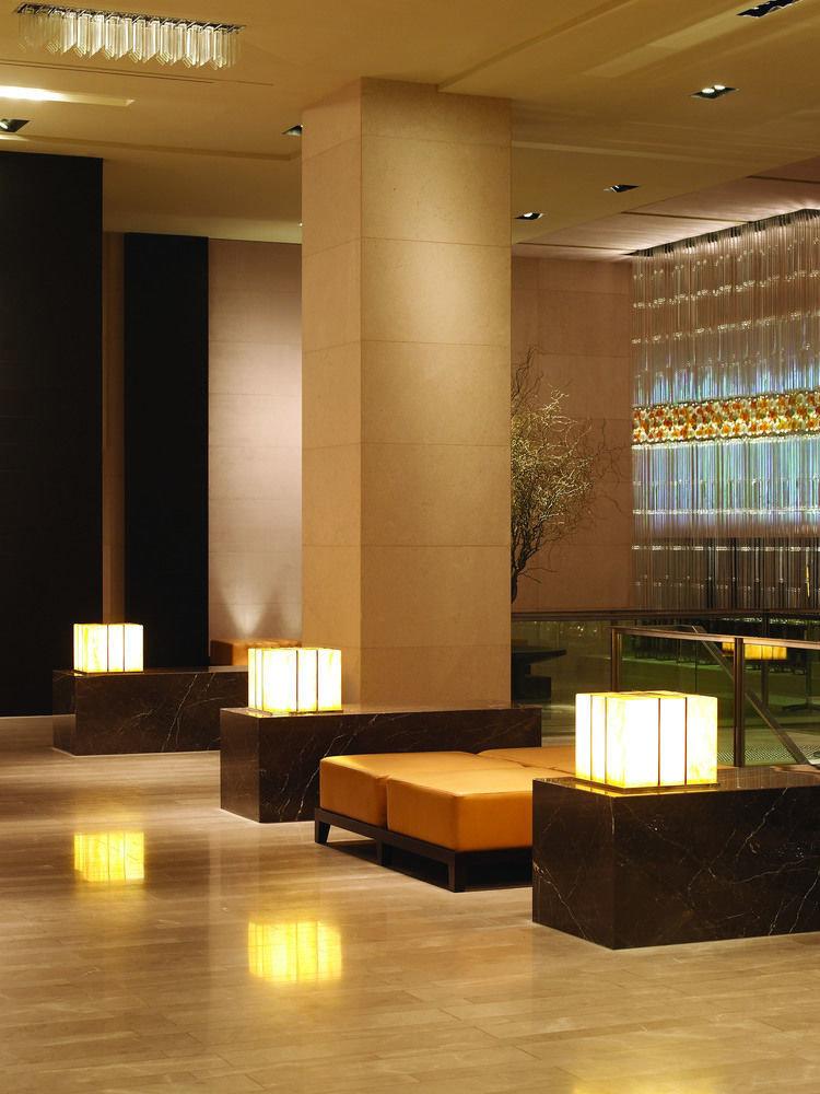 Lobby Architecture lighting living room flooring auditorium receptionist glass Modern