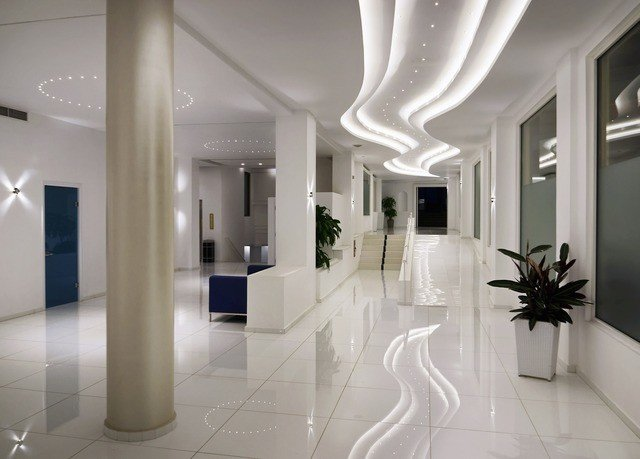 property Architecture Lobby lighting daylighting gallery white hall Modern