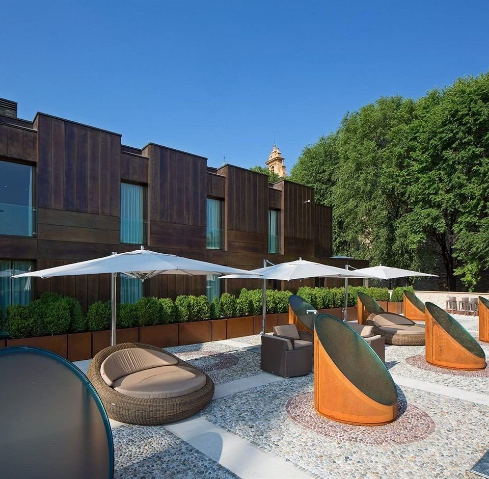 sky tree leisure property house Architecture home residential area Villa backyard condominium swimming pool