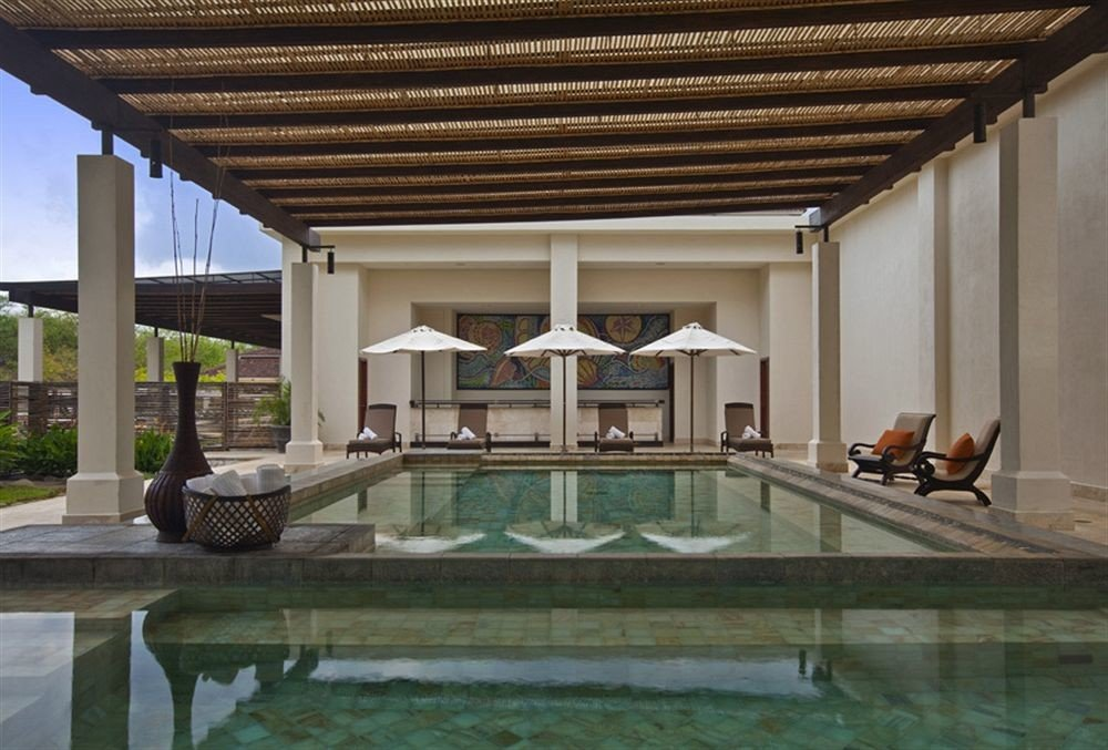 building property swimming pool Architecture home daylighting Villa mansion outdoor structure condominium porch colonnade