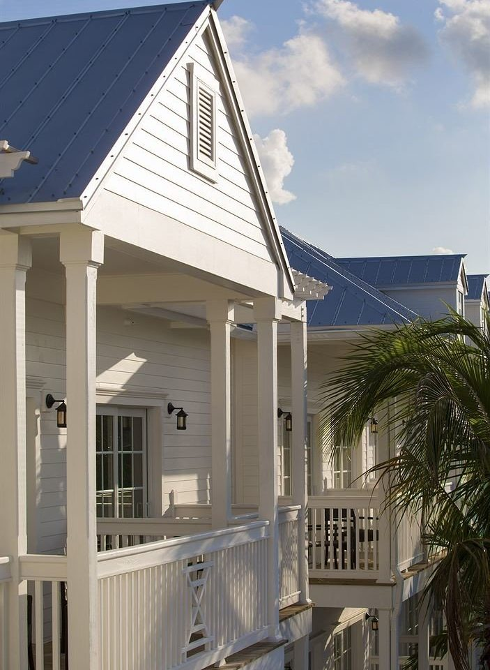 sky building house property home Architecture residential area porch cottage siding outdoor structure Villa roof farmhouse mansion