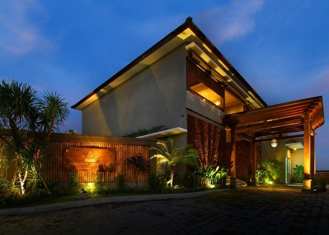 sky building house property home Architecture Villa landscape lighting residential area lighting mansion night hacienda