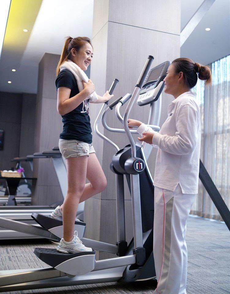 woman clothing structure sport venue leg muscle arm exercise machine physical fitness human body