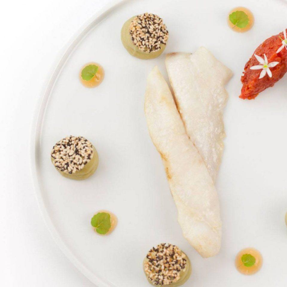 plate food white slice fruit dessert snack food cuisine baked goods sliced arranged