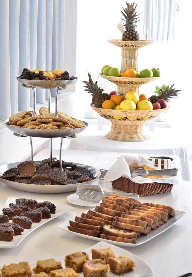 plate food bakery dessert breakfast bunch arranged