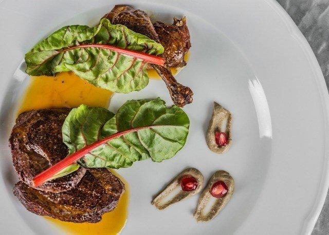 plate food steak meat lunch vegetable cuisine snack food arranged piece de resistance