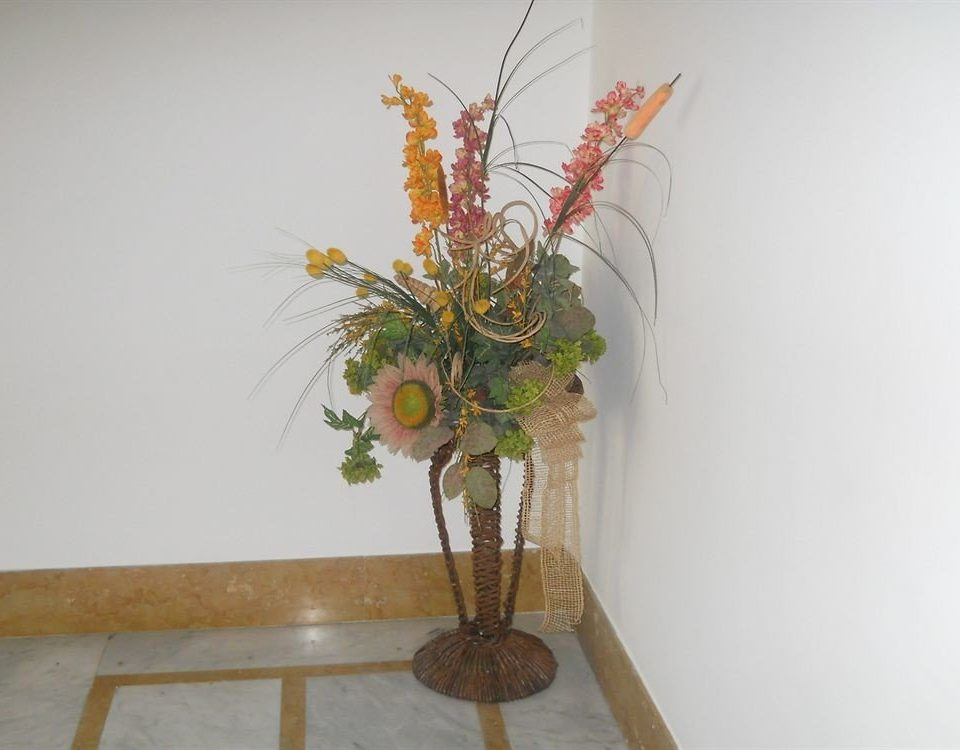 flower arranging ikebana plant floristry art flower floral design branch centrepiece twig cut flowers flower bouquet fresh