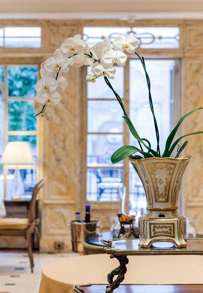 flower arranging flower floristry centrepiece home art lighting floral design spring